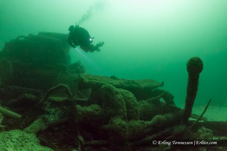 divers-244