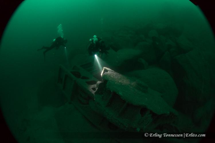 divers-253
