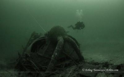 Diver posing at the shipwreck NK02 Dragoner