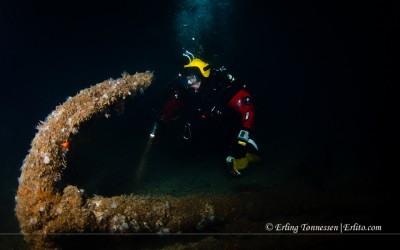 A diver at one of the anchors from the wreck Legatus at Våran Lindesnes